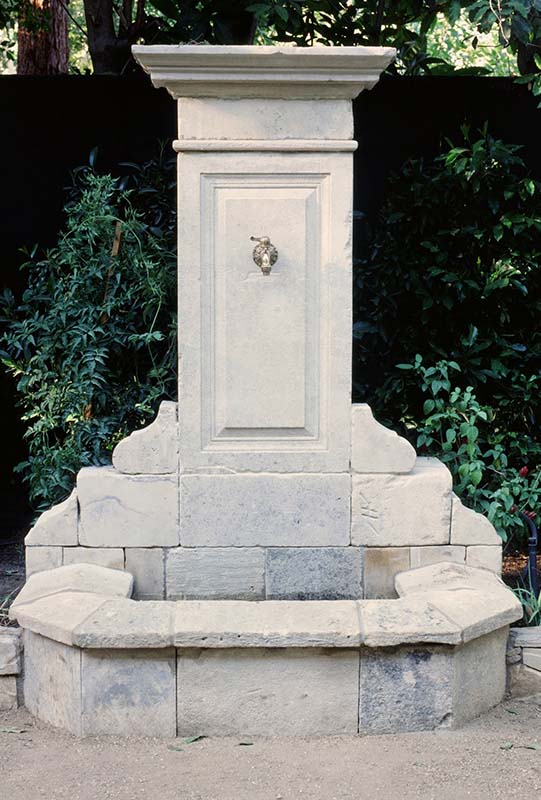 Cotswold Fountain in Antique Limestone Block